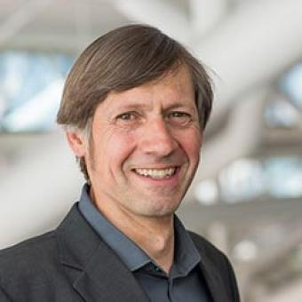 "Dr. Martin Bechthold<br /> <span><p class=""posts-carousel-description"">(architect, professor at Harvard University Graduate School of Design (GSD))</p></span>"